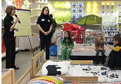 Taryn presenting an organizing workshop at Ikea
